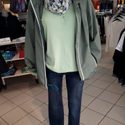 Funktionsjacke wasserdicht 69,95 | T-Shirt Tom Tailor 29,99 | Loop Cecil 17,99 | Jeans Tom Tailor 59,99